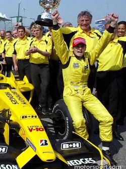 Giancarlo Fisichella and team Jordan celebrate Brazilian GP win