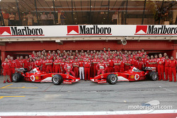 Family picture for Michael Schumacher, Rubens Barrichello, Felipe Massa and team Ferrari
