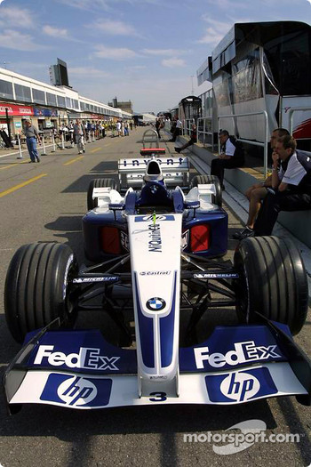 Williams-BMW on pitlane
