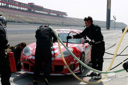 #89 Inline Cunningham Racing Porsche GT3 RS gets a fresh tire and additional fuel