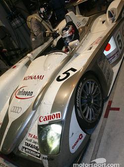 Pitstop for #5 Audi Sport Japan Team Goh Audi R8: Jan Magnussen