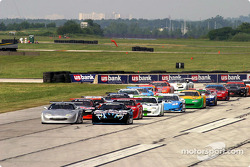Scott Pruett leads the field to the green flag