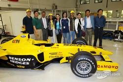Eddie Jordan Jordan Team Principal launches the Chinese Jordan web site
