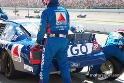 Vent man on the job on Jeff Burton's car