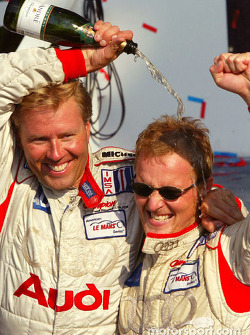 LMP900 podium: champagne for J.J. Lehto and Johnny Herbert