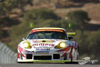 #31 White Lightning/Petersen Motorsports Porsche 911 GT3RS: Johnny Mowlem, Craig Stanton, Nic Jonsson