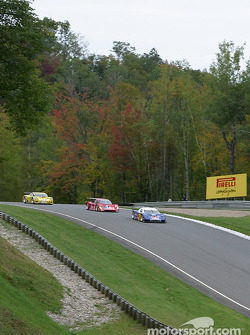 Start: #58 Brumos Racing Porsche Fabcar: David Donohue, Mike Borkowski, Sascha Maassen leads the field