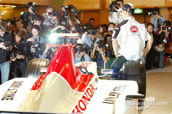 Takuma Sato is announced as full time BAR Honda driver for the 2004 Formula One World Championship, Tokyo, Japan: Takuma Sato