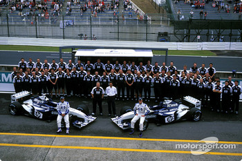 Family picture for Juan Pablo Montoya, Ralf Schumacher and the Williams-BMW team