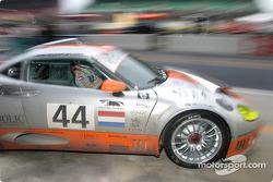 Pitstop for #44 Spyker Automobielen BV Spyker C8 Double12R: Norman Simon, Patrick van Schoote