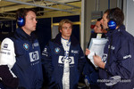 Nico Rosberg discusses with Williams engineers