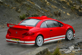 Marcus Gronholm tests the new Peugeot 307WRC in the south of France