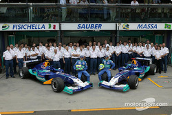 Family picture for Giancarlo Fisichella, Felipe Massa and team Sauber