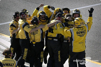 Roush Racing crew celebrates victory