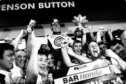 Jenson Button celebrates with his team