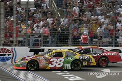 Elliott Sadler beats Kasey Kahne to the finish line