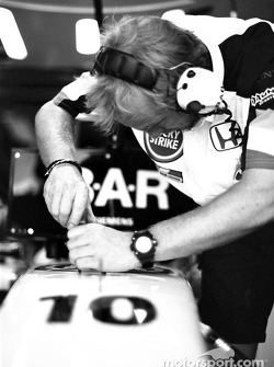 BAR-Honda mechanic at work