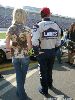 Jimmie Johnson with his girlfriend on the starting grid
