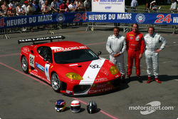 Team photo: Cirtek Motorsport with drivers Frank Mountain, Robert Brookes, Robert Wilson