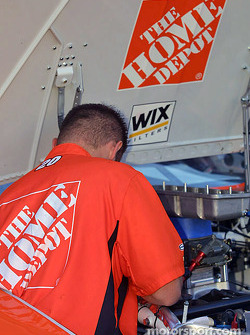 Tony Stewart's crew working