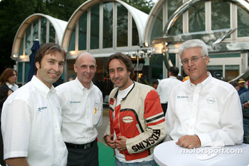 Heinz-Harald Frentzen, Opel motorsport director Volker Strycek, actor Dieter Landuris, Dr. Uhland Burkart, Member of the Management Board for Sales and Service Opel