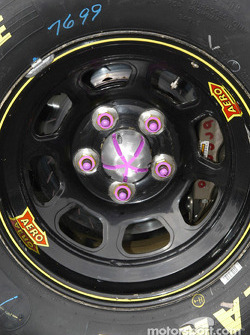 Lug nut alignment markings