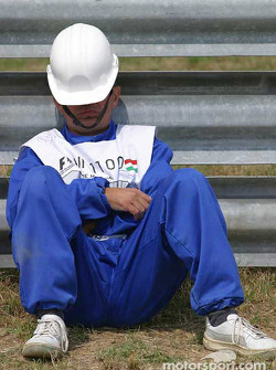 Track worker relaxes before the start of the session