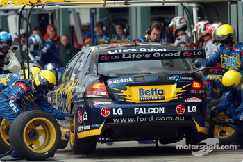 Team 888 fit fresh tyres to Max Wilson's car