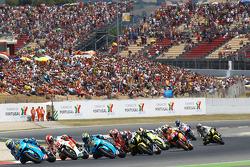 Alvaro Bautista, Rizla Suzuki MotoGP leads a group of bikes