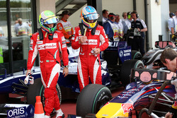Felipe Massa, Scuderia Ferrari and Fernando Alonso, Scuderia Ferrari takes a look at the Red Bull Racing