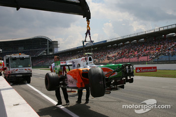 Vitantonio Liuzzi, Force India F1 Team crashes during first qualifying session
