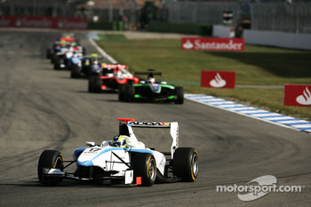 Felipe Guimaraes leads Daniel Morad