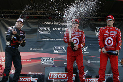 Podium: race winner Scott Dixon, Target Chip Ganassi Racing, second place Will Power, Team Penske, third place Dario Franchitti, Target Chip Ganassi Racing