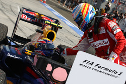 Race winner Mark Webber, Red Bull Racing with Fernando Alonso, Scuderia Ferrari