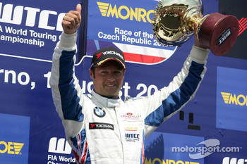 Winner Andy Priaulx BMW Team RBM BMW 320si