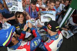 Khalid Al Qassimi and Mikko Hirvonen sign autographs