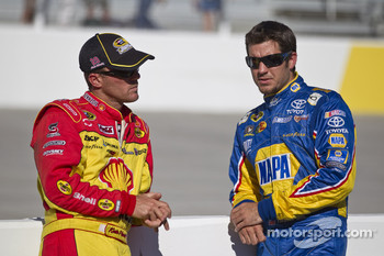 Kevin Harvick, Richard Childress Racing Chevrolet and Martin Truex Jr., Michael Waltrip Racing Toyota