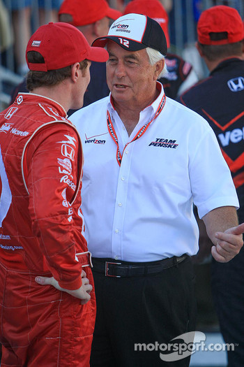 Roger Penske talks with Scott Dixon, Target Chip Ganassi Racing