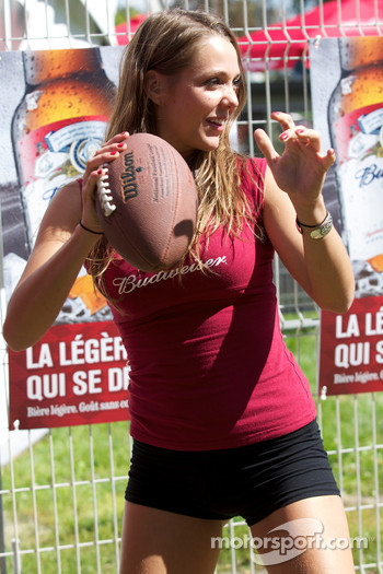 A charming Budweiser girl plays football challenge