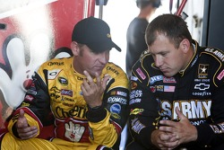 Ryan Newman, Stewart-Haas Racing Chevrolet and Clint Bowyer, Richard Childress Racing Chevrolet