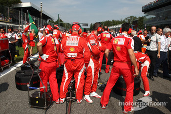 Ferrari mechanics on the grid