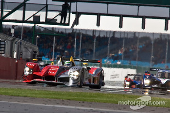 Start: #7 Audi Sport Team Joest Audi R15 TDI: Tom Kristensen, Allan McNish leads #1 Team Peugeot Total Peugeot 908 HDi-FAP: Anthony Davidson, Nicolas Minassian into the first corner