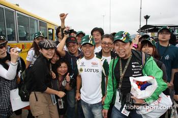 Takuma Sato, KV Racing Technology with fans