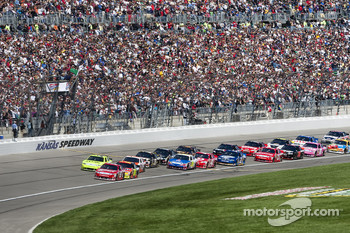 Start: Kasey Kahne, Richard Petty Motorsports Ford leads the field