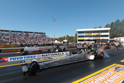 Bob Vandergriff Jr. competes against Doug Kalitta during round 1