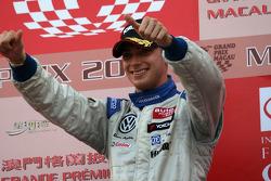 Podium: race winner Edoardo Mortara