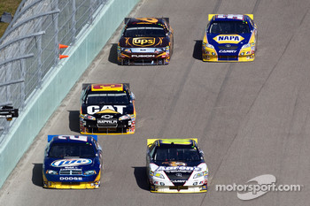 Kurt Busch, Penske Racing Dodge and David Reutimann, Michael Waltrip Racing Toyota