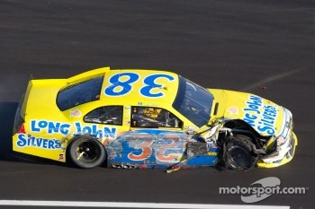 Travis Kvapil, Front Row Motorsports Ford on pit road with damage