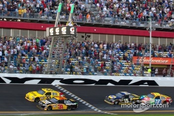 Jeff Burton, Richard Childress Racing Chevrolet takes the checkered flag in front of Clint Bowyer, Richard Childress Racing Chevrolet