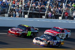 Jeff Gordon, Hendrick Motorsports Chevrolet, Denny Hamlin, Joe Gibbs Racing Toyota and Trevor Bayne, Wood Brothers Racing Ford